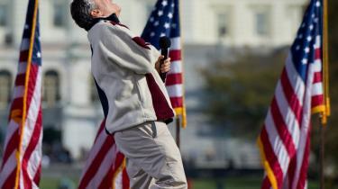 Mellem 200.000-250.000  amerikanere var lørdag rejst til Washington for at deltage i den polulære tv-vært Jon Stewarts demonstration for sund fornuft i en tid, hvor USA er splittet af vrede.