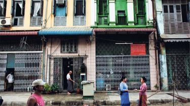 Er verdens ældste militærdiktatur endelig på vej mod demokrati, eller er det første parlamentsvalg i 20 år i Myanmar en ren farce?