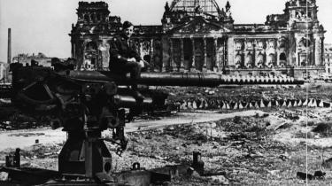 År nul. Rigsdagsbygningen i Berlin i 1945. Krigen og nazismens sammenbrud sendte enhver forståelse af 'Tyskland' som nation tilbage til start. Til erstatning for pasion og nationalisme skulle der skabes en ny opfattelse af patriotisme.