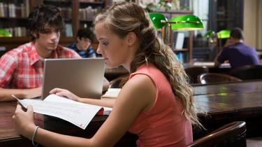 Raske studerende bør tænke sig om en ekstra gang, inden de tager ADHD-medicin for at kunne præstere ekstra op til f.eks. eksamen. Det medfører nemlig stor risiko for misbrug og afhængighed.