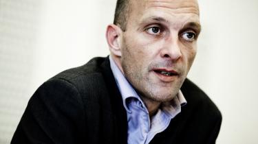 Kristendemokraternes ene mand på Tinge, Per Ørum Jørgensen, sikrer med sin stemme flertal for VKO's udlændingestramning. Men Ørum gør det med blødende kristent hjerte