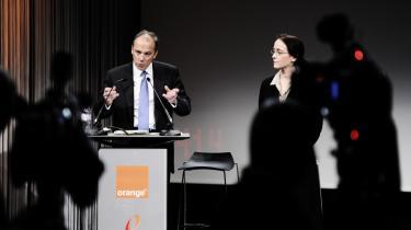 France Telecoms direktør Stéphane Richard præsenterer en ny ledelsesstrategi. Officielt forholder den sig til selvmordsbølgen   i firmaet.