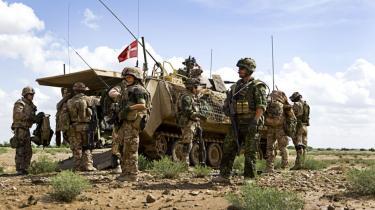 Danske soldater udsendes i stort tal fire, fem og seks gange  på internationale missioner, og for hver gang opleves krigen mere  belastende, viser ny rapport fra SFI. Ifølge en amerikansk  undersøgelse stiger antallet af psykiske efterreaktioner  i takt med missionerne