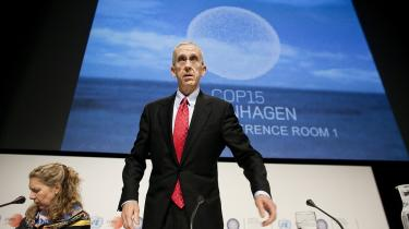 Ved COP15 i København for et år siden kunne den amerikanske chefforhandler Todd Stern ikke tilslutte sig noget internationalt, som Kongressen ikke var med på at implementere derhjemme.   Og heller ikke i år ved COP 16   i Mexico kan Stern møde op med en klimalov i bagagen