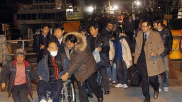 Mange beboere på øen Yeonpyeong forlod i går deres hjem - eller for fleres vedkommende resterne af det - efter et nordkoreansk granatangreb. Sydkorea besvarede senere angrebet.