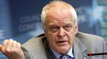 SF og S vil sikre sig, at deres pointsystem for udlændinge ikke bliver genstand for kritik af den art, Europarådets menneskerettigheds-kommissær, Thomas Hammarberg (billedet), i går rejste af regeringens pointsystem i Information.