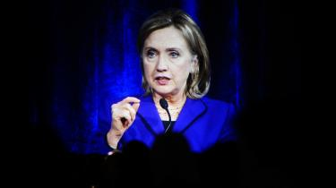Den amerikanske udenrigsminister, Hillary Clinton, har orienteret sin australske kollega, Kevin Rudd, om den kommende lækage fra Wikileaks. En kilde i ministeriet oplyser, at ministeriet forbereder sig på det værst tænkelige scenarium.