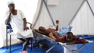 Mens en koleraepidemi hærger Haiti, kæmper landets politikere en kamp om præsident-posten, som synes dybt irrelevant. Men kolera-udbruddet og den dårlige håndtering af den demonstrerer et akut behov for politisk lederskab