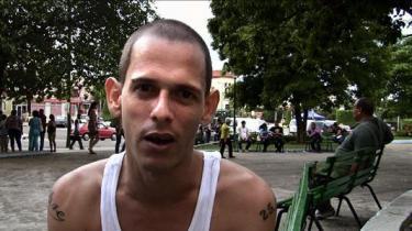 Cubas unge er trætte af gamle mænd over 80 år, der styrer deres liv. Sådan lyder budskabet i en ny dokumentarfilm om generationen af cubanere under 35 år: De er desillusionerede, vrede og frem for alt apolitiske