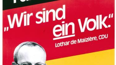 Historisk. En udstilling i Berlin kaster lys på tiden omkring genforeningen af Tyskland. Øverst gen-foreningsfestligheder ved Rigsdagen, 1990 - nederst en valgplakat fra CDU, 1990.