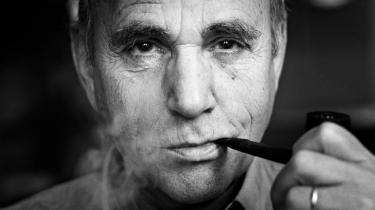 Hæder. Jørn Riel har netop modtaget Det Danske Akademis Store Pris, der regnes for landets fornemmeste anerkendelse af forfatterskab. Men hvorfor den sene anerkendelse?Er han ikke fin nok?
