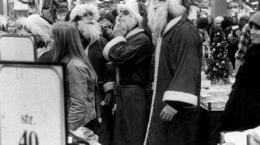 Kunstnergruppen Solvognens happening i 1974, hvor julemænd delte gratis varer især bøger ud i Magasin. Det skabte udbredt forargelse eller respekt afhængig af synsvinkel.