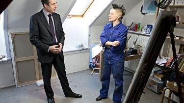 Gav kunstneren Simone Aaberg Kærn køb på sine venstreorienterede værdier, da hun valgte at portrættere den tidligere statsminister? Eller gjorde hun gode miner til slet spil for bedre at kunne udstille ham? Selv er kunstneren træt af enten-eller