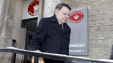 Dansk Folkepartis Jesper Langballe ved udmærket, at kritik af islam ikke medfører tiltale. Hvis man derimod siger, at muslimske fædre myrder deres døtre, og deres onkler voldtager dem, gør det en forskel, mener Georg Metz.
