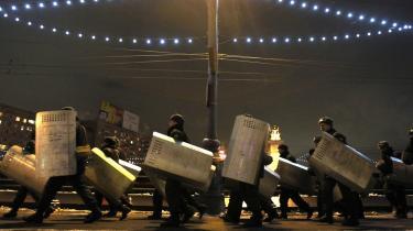 Politiet i Moskva forventer yderligere sammenstød mellem unge russere og kaukasere i de kommende dage, og der advares mod at færdes på gaderne.