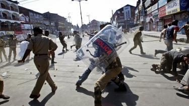 Den amerikanske ambassade i Delhi har ifølge lækkede dokumenter rapporteret, at Røde Kors er nået frem til den konklusion, at Indien i realiteten »billiger tortur«, og at torturofrene, som tæller både civile og militante fra Kashmir, rutinemæssigt bliver dræbt.   Arkiv