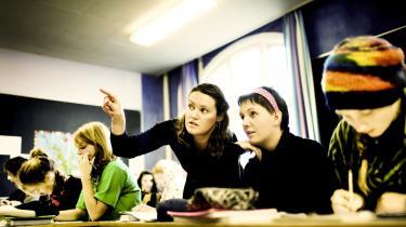 Lærerne i den danske folkeskole er helt overvejende kvinder. Kun 30 procent af lærerne i folkeskolen er mænd, hvilket betyder, at drengene i skolen savner rollemodeller. Men mændene kan være på vej tilbage nu - i hvert fald lyder meldingen fra seminarerne, at et stigende antal mænd vil uddanne sig til at blive lærere.
