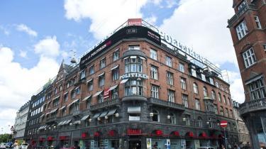 PET har anholdt fire personer i Herlev og Greve for et planlagt terrorattentat mod Jyllands-Postens lokaler på Rådhuspladsen i København. Tre kom fra Sverige i nat