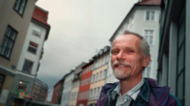Det hjælper ikke på statsunderskuddet at fjerne efterlønnen, mener økonomiprofessor Jesper Jespersen. Dermed sår han tvivl om den centrale 'sandhed' i økonomidebatten: At vi snart mangler arbejdskraft og kan skaffe den ved at fjerne efterlønnen