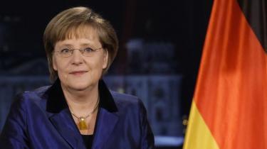 Angela Merkel er langt mere styret af meningsmålinger, tabloidpresse og indenrigspolitik, end hendes forgængere var.