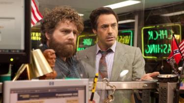 Robert Downey Jr.  balancerer smukt overdrivelsen med en sympatisk identificerbarhed i Todd Phillips' ellers ujævne roadmovie 'Due Date'