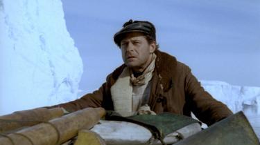 Erik Ballings Oscarnominerede 'Qivitoq', der endelig udkommer på dvd, er flot fotograferet, men snubler i et ambitiøst og sympatisk forsøg på at blande solidt dansk melodrama og romantisk lystspil med et indfølt, men også stift og endimensionalt portræt af Grønland