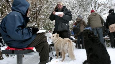 Julearrangement for hjemløse   i Ørstedsparken i København. Fattigdomsåret blev lidt af en fuser, mener dagens kronikør.