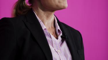 Oppositionen med Helle Thorning-Schmidt i spidsen har fra dag ét været modstandere af regeringens dagpengereform. De leger med tanken om at forhøje dagpengesatsen, men de tanker kan ende med at blive bekostelig affære.