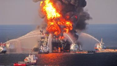 Eksplosionen på Deepwater Horizon-boreplatformen i april sidste år var forårsaget af en enorm boble af metangas, der skød op fra havets bund gennem brønden. 11 mennesker blev dræbt ved eksplosionen.