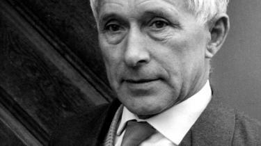 Produktiv. Ernst Jünger blev født i Heidelberg i 1895. Han meldte sig i 1914 frivilligt til hæren, og som soldat blev han i årenes løb såret adskillige gange. Jünger udgav i 1920 krigserindringerne 'In Stahlgewittern'. Til april udsender forlaget Gyldendal bogen i dansk oversættelse - 'I stålstorm'.