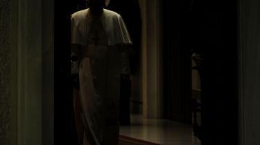 Da Ratzinger blev pave, var der forhåbninger om dialog mellem fornuft og religion. Men det håb har lidt endnu et knæk efter pavens seneste forsøg på at indlemme teorien om Big Bang i den katolske doktrin. Kritikere kalder ham dogmatisk og khomeinistisk
