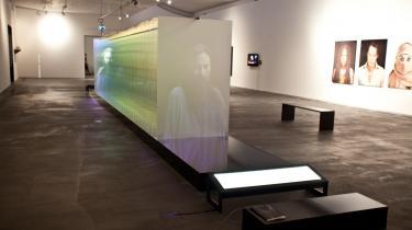 Ydmygende erhvervssatire, skjulte ambitioner og  superkunst i denne noget aparte biennale