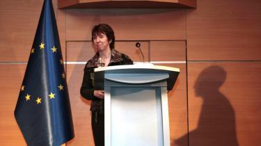 Catherine Ashton har brugt knap et år på at rekruttere topembedsmænd til EU's udenrigstjeneste. Alligevel er 20 af 98 stillinger i begyndelsen af januar fortsat ubesatte.