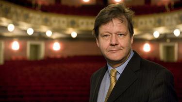 Det er blot en undskyldning, når organisationen Københavns Teater siger, at de kun vil støtte egne teatre. For det er slet ikke givet på forhånd, hvilke teatre der skal være omfattet, siger direktør på Det Ny Teater, Niels-Bo Valbro