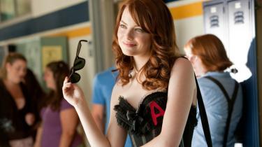 Highschool-komedien 'Easy A' sender morsomt en forrygende Emma Stone på afveje i en Juno-kæk variation over romanen 'Det flammende bogstav'