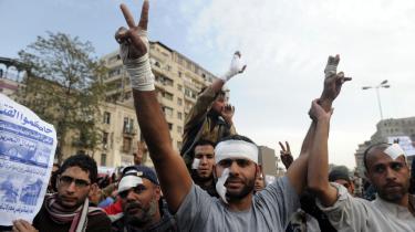Trods sår fra de seneste dages kampe, vendte demonstranterne i går tilbage til Befrielsespladsen i Kairo på det de lancerede som   'Afgangens dag'.