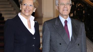 Frankrigs udenrigsminister,  Michèle Alliot-Marie (tv.), mødtes i fredags med sin tunesiske kollega, Ahmed Abderraouf Ounais, i Paris. Hun var tæt på at blive tvunget til at gå af pga. sine tætte bånd til det korrupte og afgåede Ben Ali-styre.