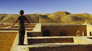 Efter den europæiske premiere i denne måned står den episke roadmovie 'Son of Babylon' over for sin næste udfordring: En lands-turné i Irak i en mobilbiograf således at filmen kan vises på impro-viserede steder: gader, parker, hospitaler og kaserner.