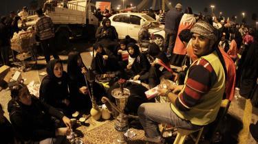 Demonstranterne i Bahrain samledes i denne uge på Perlepladsen i hovedstaden Manama. Mindst fire blev dræbt og 230 såret, da politiet ryddede pladsen natten til i går.