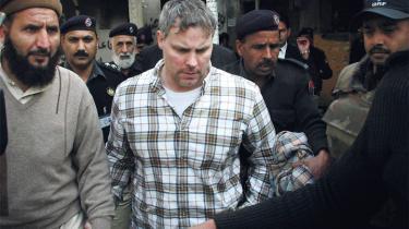Mange pakistanere er oprørte ved tanken om, at en bevæbnet amerikaner har hærget i landets næststørste by, og nogle analytikere har advaret om protester som dem i Egypten, hvis den drabssigtede agent Davis bliver løsladt.