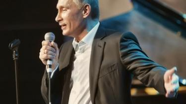 Vladimir Putin sang på engelsk til en velgørenhedskoncert, men hjælpen er aldrig nået frem til de kræftramte børn, som det ellers var planen