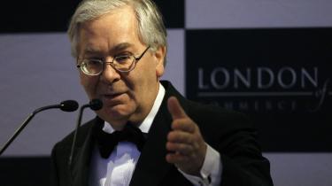 Britiske Barclays har som den seneste britiske bank offentliggjort, at den udbetaler bonusser i millionklassen til sine bosser og investeringsmedarbejdere. Det sker på trods af uimponerende resultater og regeringens forsøg på at tale til bankernes samvittighed