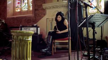 PJ Harvey er lige så stor en poet, som hun er musiker