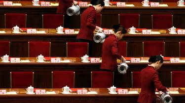 Efter 10 dages samling i Beijing endte kongressen med vedta-gelsen af en ny femårsplan, der blandt andet skal sikre, at Kina bevæger sig væk fra en økonomi baseret på eksport af billige produkter til en økonomi baseret på kinesernes egen forbrugskraft. Desuden vil staten skrue op for investeringer inden for uddan-nelse, sundhed og boligstøtte.
