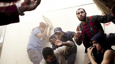 SF vil sætte ekstra 50 mio. kr. af både i år og næste år til demokratistøtte i Mellemøsten og Nordafrika.  Hovedparten skal gå til demokratiopbygning i f.eks. Egypten og Tunesien, hvor der allerede har været revolution. Men samtidig er partiet altså klar til at støtte oppositionsgrupper, der prøver at starte lignende revolutioner i andre lande. På billedet ses aktivister under oprøret mod Mubarak i Egypten