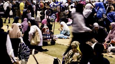 Muslimer til en Eid fest, som er afslutningen på Ramadanen i Club Danmark Hallen i Valby. EU-dom fastslår, at det er i strid med EU-retten, hvis et medlemsland afviser opholds- og arbejdstilladelse til udenlandske borgere, der er forsørgere af børn med statsborgerskab i et EU-land.