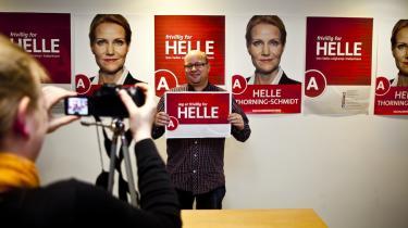 Socialdemokraterne har bedre fat i de afgørende midtervælgere end Venstre. Det skyldes især, at partiets mediestrategi matcher gruppens behov for kommunikation i øjenhøjde