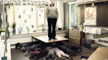 Lærernes uddannelse debatteres igen. Hvor mange ugentlige timer skal lærerstuderende tilbydes? Skal uddannelsen flyttes til universitetet? Kun få taler om, hvad lærerne egentlig skal kunne for at håndtere skolens fremtidige udfordringer, og hvordan vi i praksis skaber den bedst mulige skole