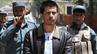 27-årige Parwiz Kambakhsh sad i to år i fængsel i Afghanistan under stor international mediebevågenhed, dømt for blasfemi (her ses han i 2008). Hans forbrydelse var at interessere sig for kvinders manglende rettigheder i Afghanistan. Det blev han dømt til døden for. Han var heldig og slap ud og lever nu i Vesten. I morgen er han æresgæst hos Dansk PEN.