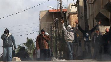 Det, ingen troede muligt, er nu en kendsgerning – protester breder sig mod styret i Syrien, der svarer med skarpe skud og indrømmelser